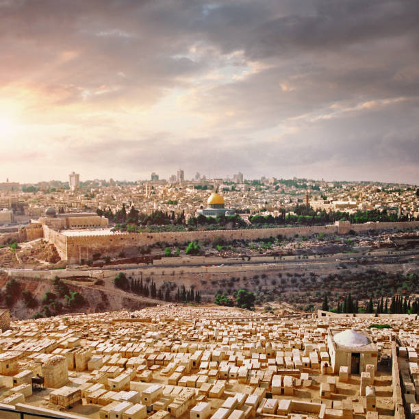 Old Jerusalem Old Jerusalem with the Temple Mount, Al-Aqsa Mosque, and Dome of the Rock seen from the Mount of Olives jerusalem old city stock pictures, royalty-free photos & images