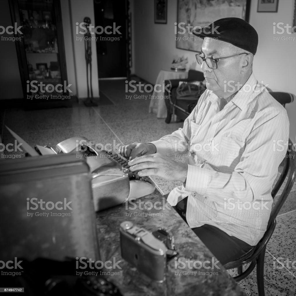 Bureau Noir Et Blanc photo libre de droit de ancien journaliste travaillant dans