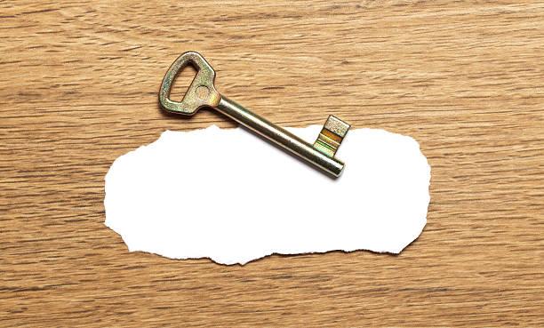Alte Schlüssel mit leeren Papier – Foto