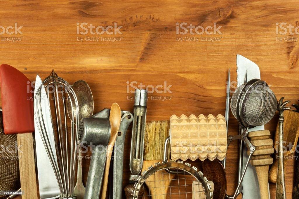 Fotografía de Antiguos Utensilios De Cocina Sobre Una Plancha De ...