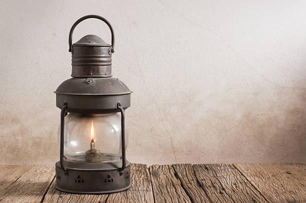 old lantern em madeira - lanterna - fotografias e filmes do acervo