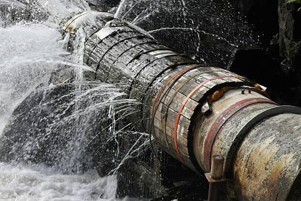 Old Leaking Pipe bildbanksfoto