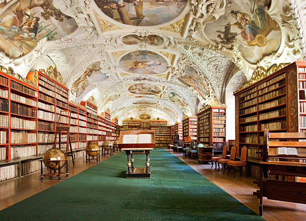 old library in the prague - 手稿 個照片及圖片檔