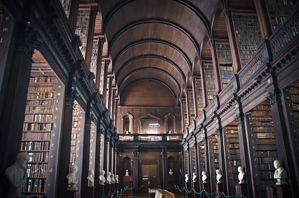 vieja biblioteca - biblioteca fotografías e imágenes de stock
