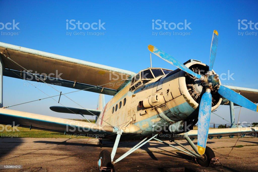 古い軽飛行機複葉機 - エンジンのストックフォトや画像を多数ご用意 ...
