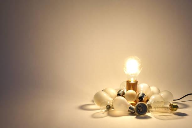 alten glühbirnen bereit, recycelt werden. - glühbirne e27 stock-fotos und bilder
