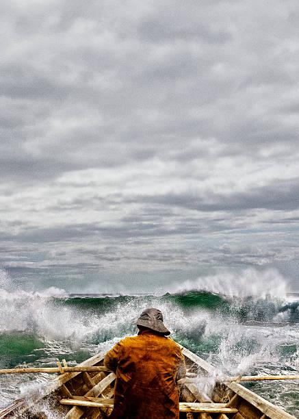 Vieil homme et la mer dans une Skiff - Photo