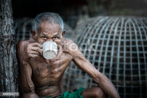 istock Old man drinking coffee 499334212