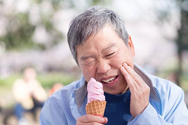 old man have sensitive teeth – Foto
