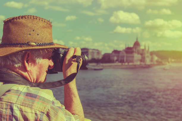 alter mann mit hut fotografiert budapest, ungarn, vintage - senior bilder wasser stock-fotos und bilder