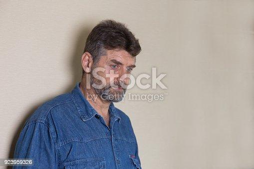 1162960006 istock photo Old man is sad 923959326