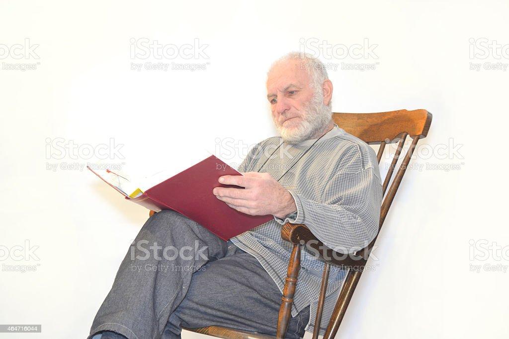 Astounding Viejo Hombre Esta Sentado En Una Mecedora Foto De Stock Y Mas Banco De Imagenes De 2015 Theyellowbook Wood Chair Design Ideas Theyellowbookinfo