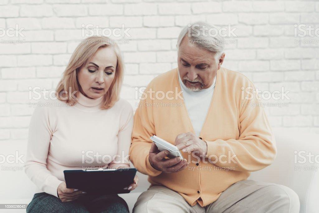 Mann aus alter Frau