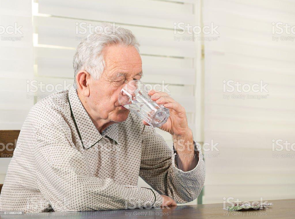 Alter Mann mit Ärzte – Foto