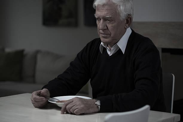 """La retraite chez les personnes âgées n'est pas toujours """"dorée"""" ! Old-man-without-appetite-picture-id481532046?k=6&m=481532046&s=612x612&w=0&h=A_guD6-BWPGZCrfguJFhKic8GBzoCN0oCsL39KL_IiU="""