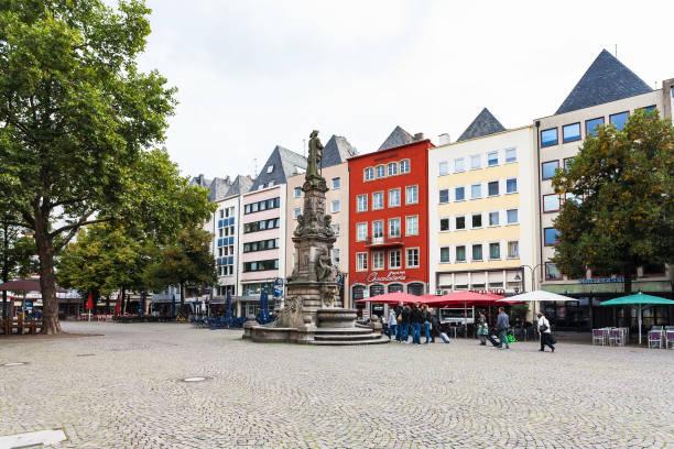 alter (alter markt) marktplatz in kölner innenstadt - restaurant köln stock-fotos und bilder