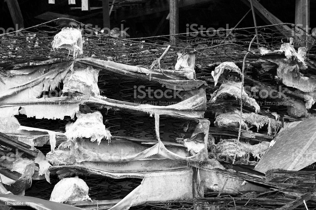 Old Matratze mit Sprungfedern & Weiß Schwarz – Foto
