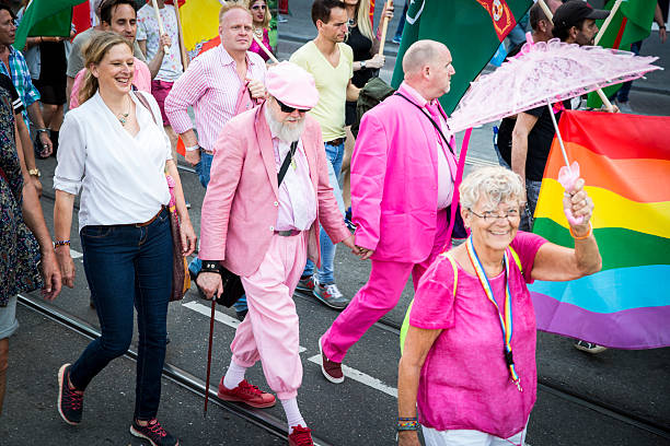 old men holding hand at pride walk, amsterdam gay europride - dam photos et images de collection