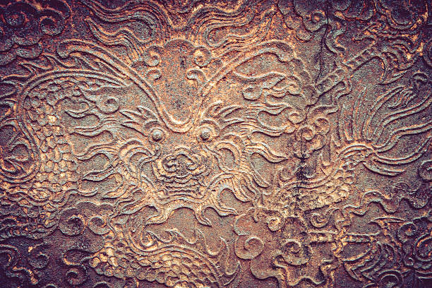 Old metal plate with dragon head – Foto