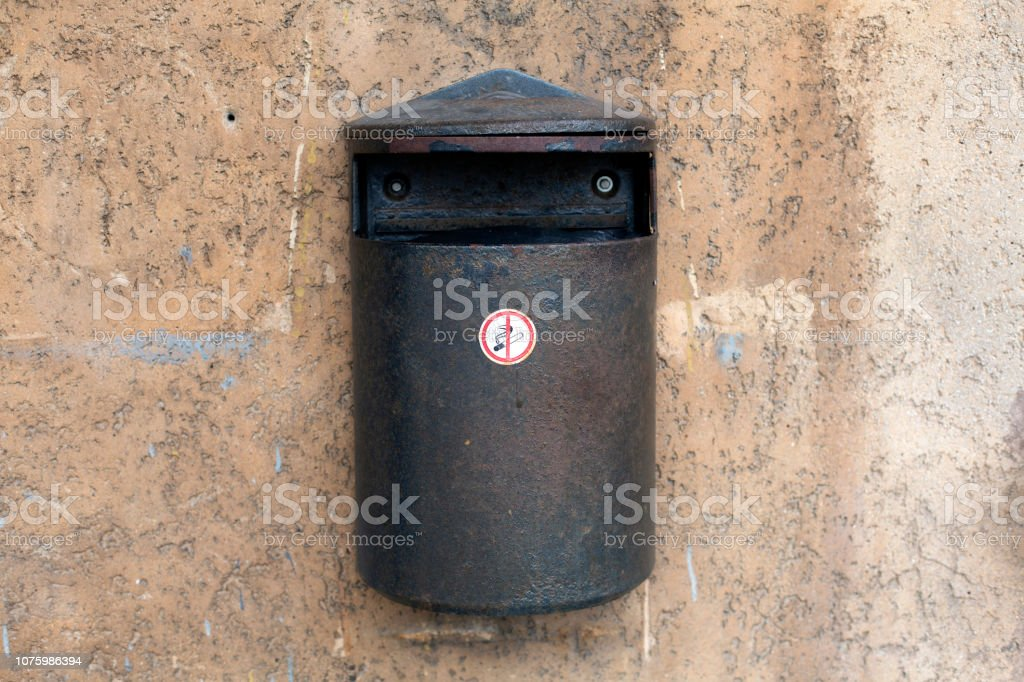Old metal trash wall waste bin on the wall - Royalty-free Aging Process Stock Photo