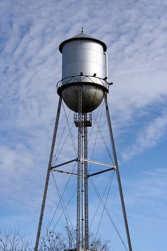 Foto de Torre De Água Metal Velho e mais fotos de stock de Antigo