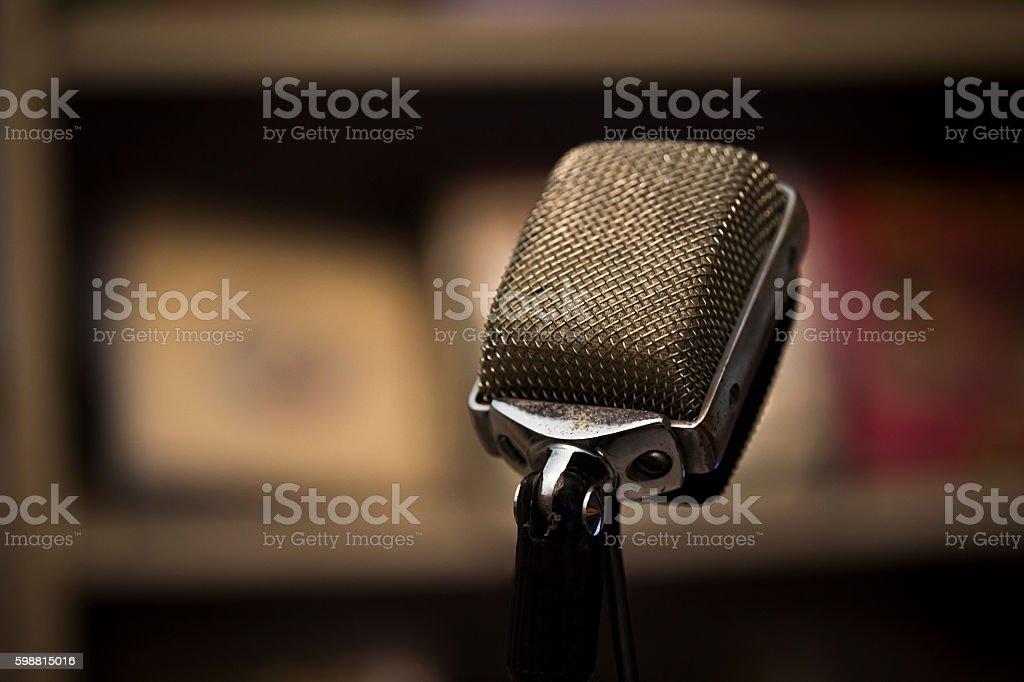 O microfone  - foto de acervo