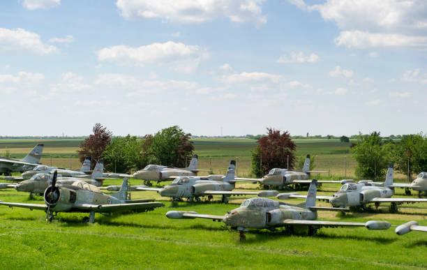 viejos aviones militares en el campo - antigua yugoslavia fotografías e imágenes de stock