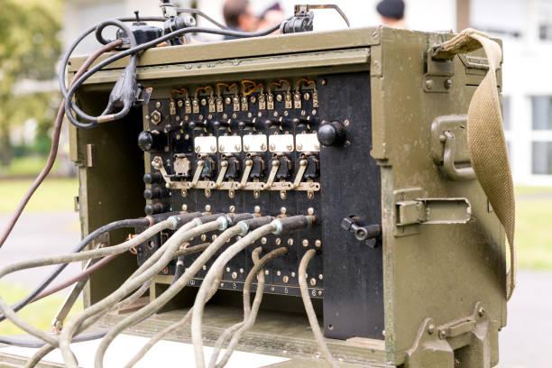 antigos militares nos exército rádio receptor transmissor - foto de acervo