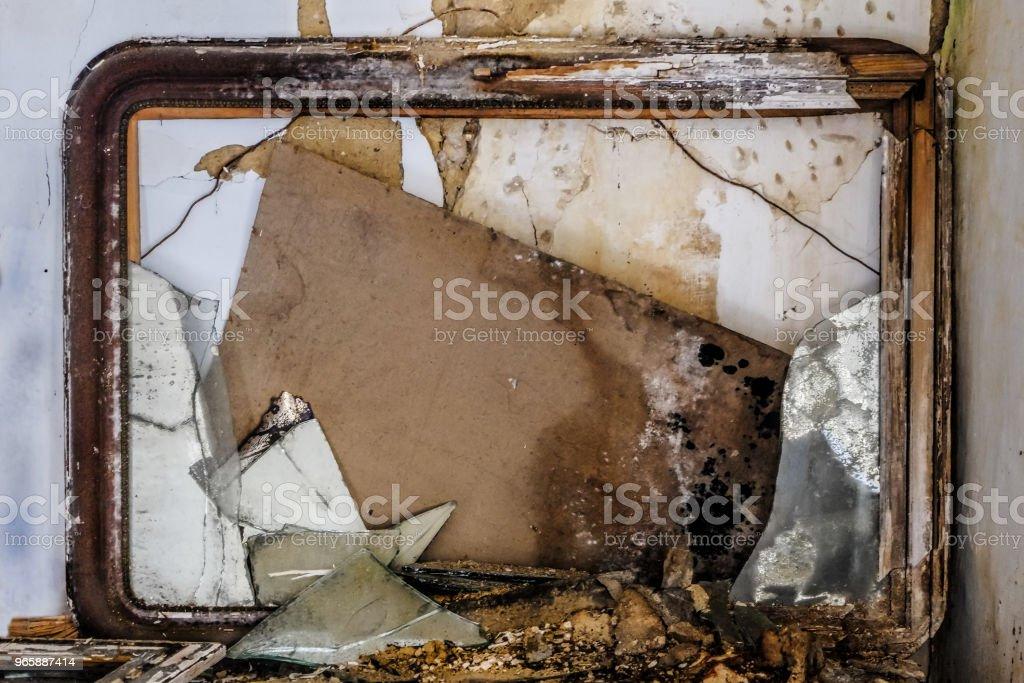 oude spiegel vervallen en gebroken - Royalty-free Absentie Stockfoto