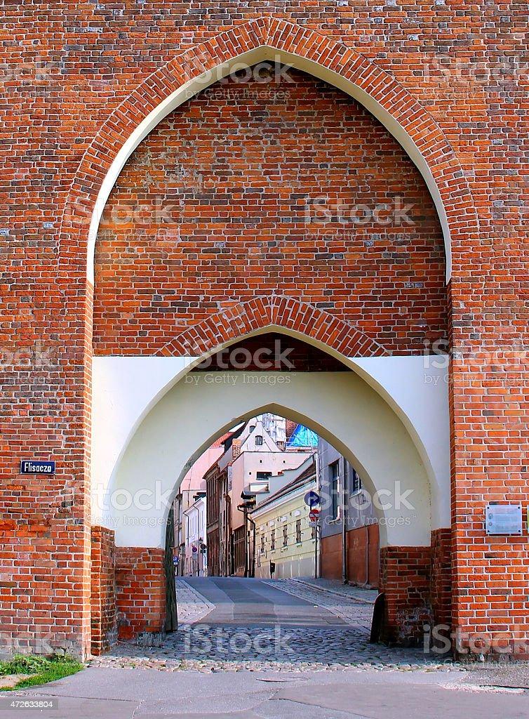 旧修道院ゲート、Torun 旧市街の入口、ポーランド - 2015年のロイヤリティフリーストックフォト