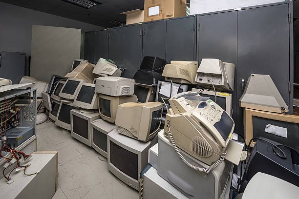 old monitors and computer parts - mainframe stock pictures, royalty-free photos & images