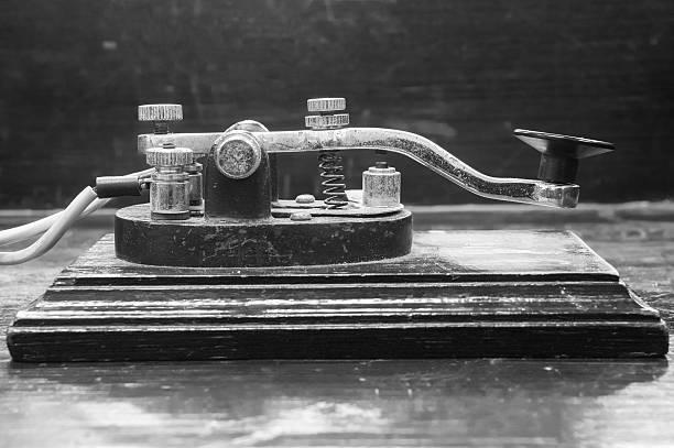 morse key telegraph sur la table en bois - Photo