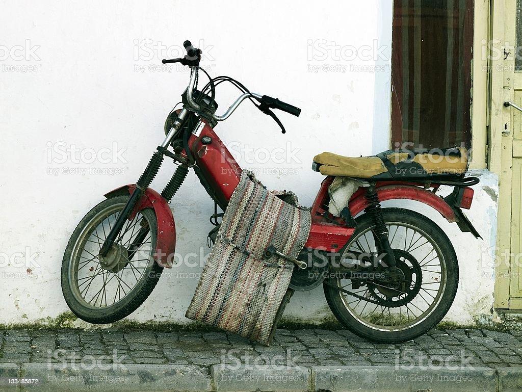 Vieja motocicleta - foto de stock