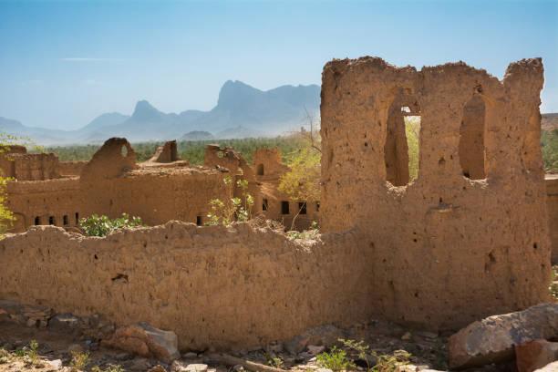 Alte Schlammhäuser im alten Dorf Al Hamra – Foto