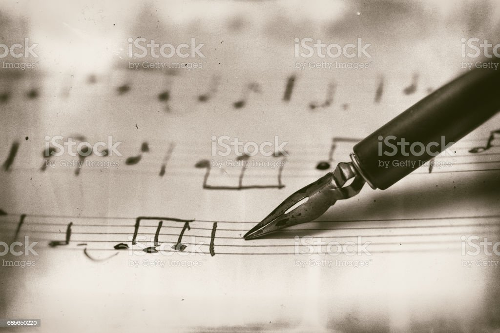 Old musical score with fountain pen foto de stock royalty-free