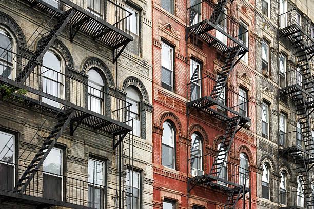 Old New York City Style Buildings in Manhattan - foto de acervo