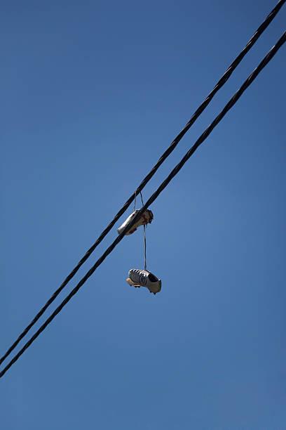 old nike fußball schuhe hängen power cable - kabelschuhe stock-fotos und bilder