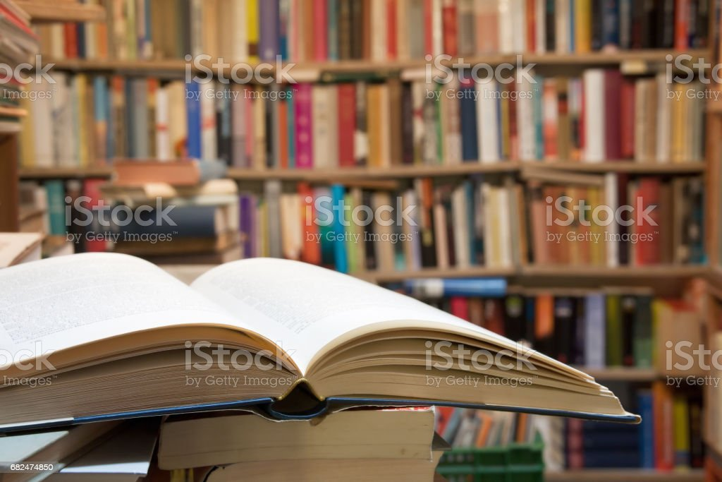 Old open book - fotografia de stock