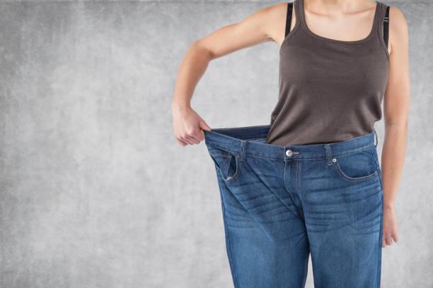 calças velhas são muito grandes - calça comprida - fotografias e filmes do acervo
