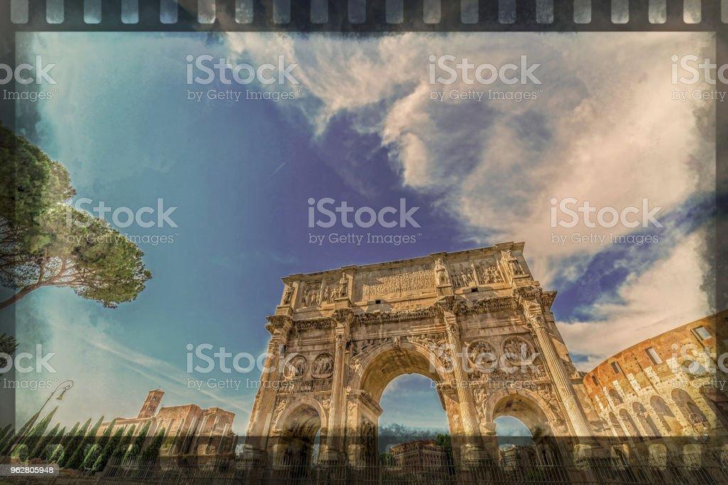 Foto antiga com o arco de Constantino e Coliseu. Roma, Itália - foto de acervo