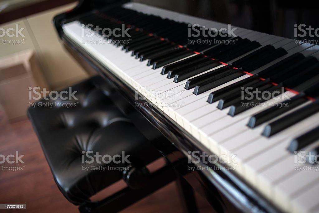 Velho piano foco seletivo - foto de acervo
