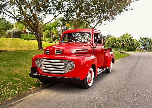 alte pickup - alte wagen stock-fotos und bilder