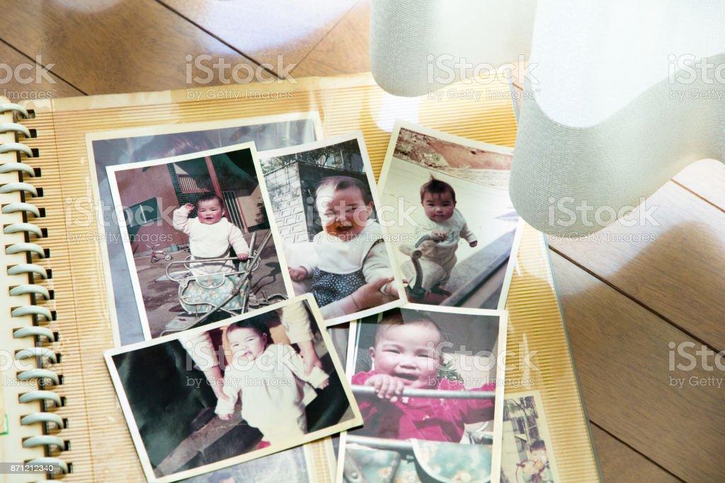 Fotos antiguas, años 70 niño - foto de stock