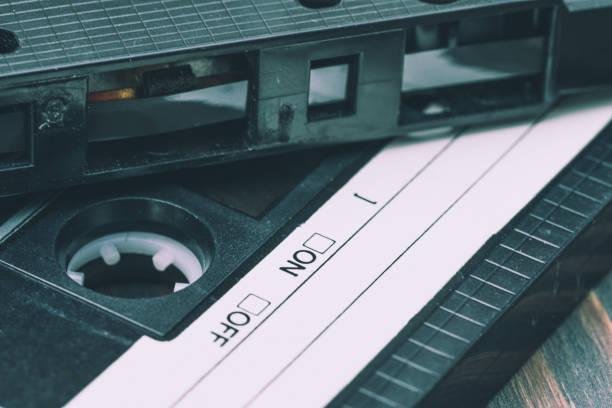 alte kunststoff audio-kassette - typisch 90er stock-fotos und bilder
