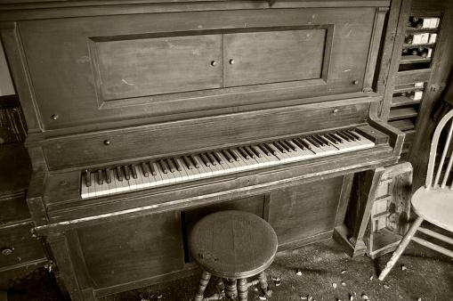old player piano, retro