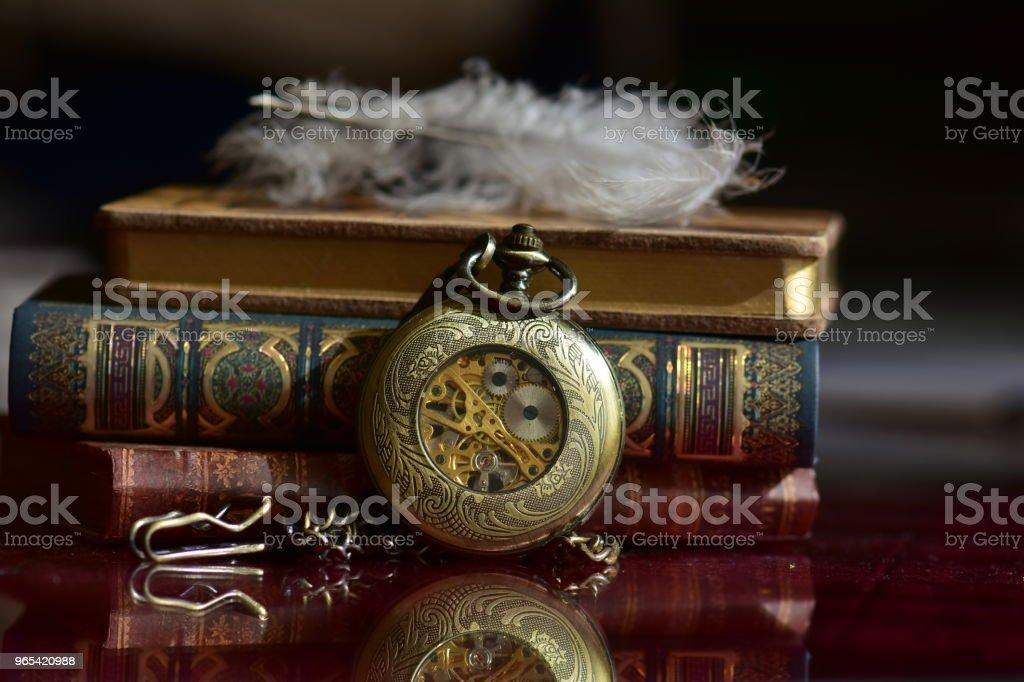 Alte Taschenuhr und Bücher - Lizenzfrei Buch Stock-Foto