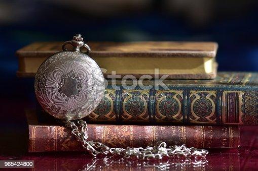 Old Pocket Watch And Books - Stockowe zdjęcia i więcej obrazów Bez ludzi