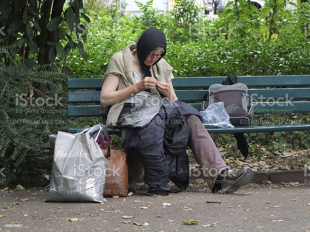 Old Arme Frau, Düsseldorf.  Deutschland – Foto