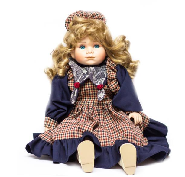 antigua muñeca de porcelana en fondo blanco. concepto de tiempo. - muñeca bisque fotografías e imágenes de stock