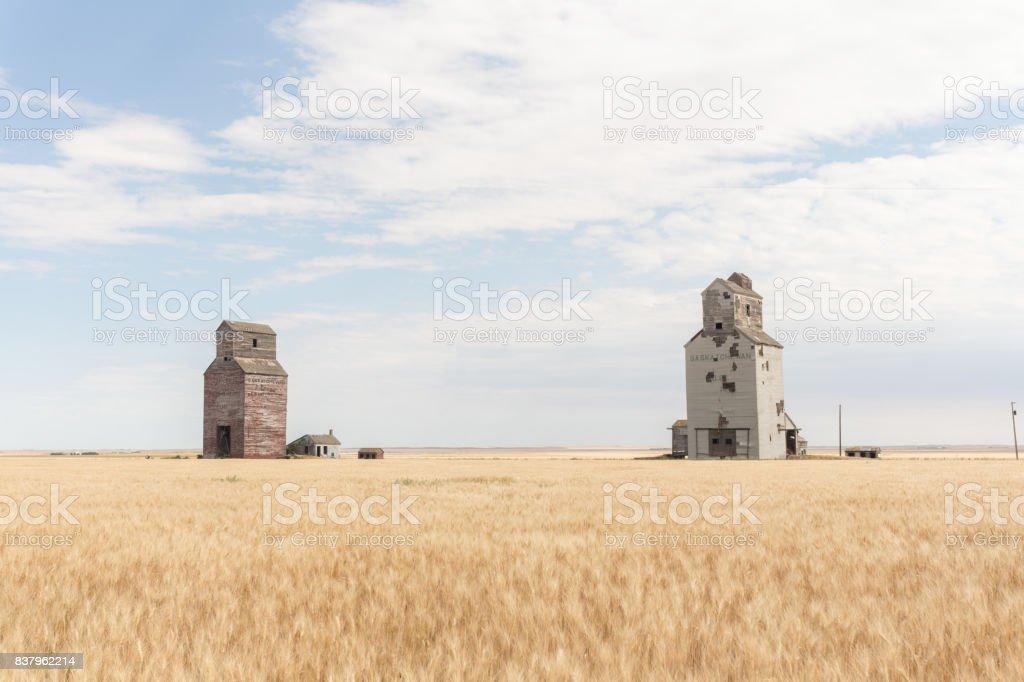 antigua pradera elevadores de grano - foto de stock